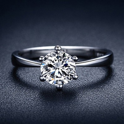 Round Cut Classic Engagement Ring