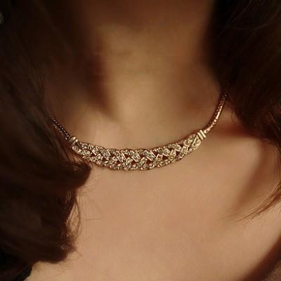 Clasic Rhinestones Knot Short Necklace